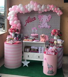 10 Perfect Themes for a Baby Shower – Voyage Afield Baby Girl Shower Themes, Baby Shower Decorations For Boys, Baby Shower Parties, Baby Boy Shower, Elephant Baby Showers, Baby Elephant, Decoracion Baby Shower Niña, Deco Buffet, Shower Bebe