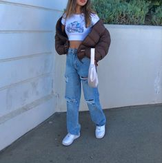 Outfit Jeans, Sweatshirt Outfit, Teen Fashion Outfits, Mode Outfits, Skater Outfits, Cute Casual Outfits, Stylish Outfits, Brown Outfit, School Looks