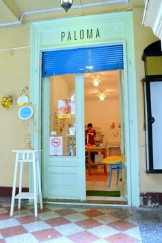 Creative travel in Budapest. Visiting Paloma e metting Vadjutika and her shop