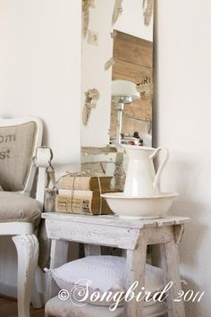 How to alter a mirror. Give your mirror a vintage look and make it look aged and beautiful. www.songbirdblog.com