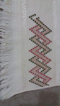 Dora Eugenia Plazas Jimenez's media content and analytics Hand Embroidery Design Patterns, Cute Embroidery, Hand Embroidery Stitches, Modern Embroidery, Motifs Bargello, Bargello Patterns, Weaving Patterns, Cross Stitch Borders, Cross Stitch Patterns