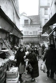 1955. The market in Paris