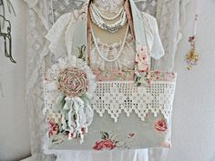 Wouldn't this tote be Oh, So, Cute to carry to vintage and antique shows and fairs or just shopping? Great way to use some of your favorite snippets and pieces!!