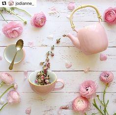 Tea and flowers - jodianne_