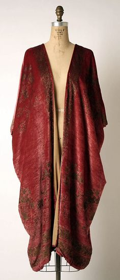 Evening coat Fortuny  (Italian, founded 1906) Designer: Mariano Fortuny (Spanish, Granada 1871–1949 Venice) Date: probably 1920s Culture: Italian Medium: silk Dimensions: L. at center back: 37 in. (94 cm). Credit Line: Gift of Mrs. J. Gordon Douglas, Jr., 1996 Accession Number: 1996.448.3