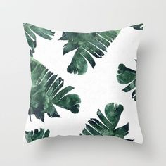 Free Tutorial DIY Banana Leaf Watercolor Pattern Throw Pillow I Visit www.sewinlove.com.au/category/decorating/ For More DIY Ideas.