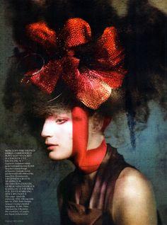 Guinevere van seenus / Paolo Roversi / Vogue UK