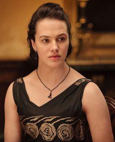 Jessica Brown Findlay dans le rôle de Lady Sybil dans « Downton Abbey »