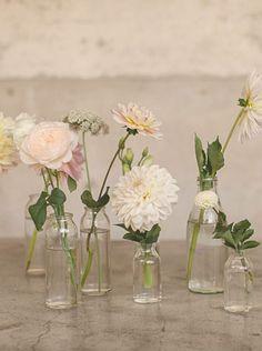 23 ideas for spring vase arrangements – Wedding Centerpieces Wedding Vases, Wedding Table Flowers, Wedding Table Centerpieces, Floral Wedding, Wedding Decorations, Centerpiece Ideas, Decor Wedding, Trendy Wedding, Vase Ideas