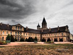 Francia - Borgogna - Cluny   Come da consuetudine, anche durante i lunghi trasferimenti per raggiungere la nostra meta, non perdiamo occasione per visitare qualche luogo di particolare bellezza, culturale o paesaggistica che s…  #cluny #abbaziacluny #borgogna #franciainmoto