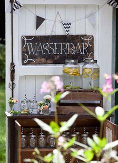 9 schöne Dekotipps für rustikale Hochzeiten - Wasserbar