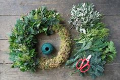 How to make a wreath - Christmas Wreath (houseandgarden.co.uk)