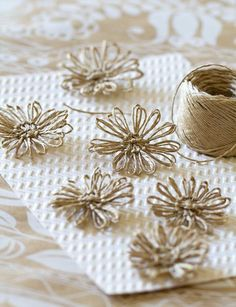 DIY Twine Flowers www.modernwedding… DIY Twine Flowers www. Twine Crafts, Fabric Crafts, Diy Crafts, Twine Flowers, Paper Flowers, Diy Flowers, Easy Fabric Flowers, Mason Jar Crafts, Bottle Crafts