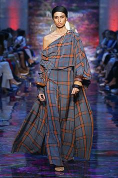 Pedro del Hierro Madrid Madrid Frühjahr/Sommer 2020 - Fashion Shows Fashion 2020, Fashion Week, Runway Fashion, High Fashion, Winter Fashion, Fashion Show, Fashion Outfits, Womens Fashion, Fashion Design