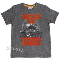 Fantastyczna propozycja dla chłopców kochających samochody i sport! Koszulka z nadrukiem auta wyścigowego. Można ją ubrać do krótkich spodenek lub dżinsów. Świetne uzupełnienie codziennej stylizacji! | Cena: 29,00 zł | Link do sklepu: http://tiny.pl/gx7s9