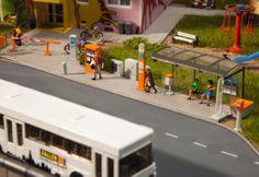 Straßenausschmückung (Art. 180451) Info: www.faller.de/cms_dl/deDE/atid.9577