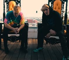 Logan Paul and Jake Paul in The Rise of the Paul's Logan Paul Kong, Logan Jake Paul, Jake Paul Team 10, Jake Paul Wallpaper, Chance And Anthony, Young Love, Iphone Backgrounds, Stand By Me, Logs