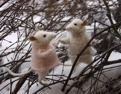 Handmade stuffed animals, dolls, and other works by toy-maker Natasha Fadeeva Needle Felted Animals, Felt Animals, Cute Animals, Wet Felting, Needle Felting, Handmade Stuffed Animals, Kawaii Crafts, Felt Mouse, Cute Mouse