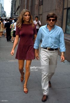 actress-sharon-tate-with-her-husband-roman-polanski-visiting-the-set-picture-id187175511 (701×1024)