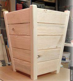 Fabriquez un cache-pot en bois de palette – Best Pins Live Outdoor Planter Boxes, Wood Planter Box, Wooden Planters, Diy Planters, Wood Shop Projects, Small Wood Projects, Wood Patio Furniture, Furniture Design, Wooden Containers