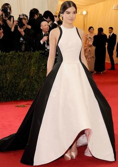 Unique white&black asymmetrical formal evening gown hailee steinfeld met gala new york red carpet celebrity dresses 2017 Celebrity Inspired Dresses, Celebrity Dresses, Celebrity Red Carpet, Celebrity Style, Evening Party Gowns, Red Carpet Dresses, Special Occasion Dresses, Nice Dresses, Fashion Outfits