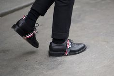 Confessions Of A Fashion Addict Thom Browne Shoes, Spectator Shoes, Men's Shoes, Dress Shoes, Classy Women, Business Fashion, Brogues, Fashion Addict, Mens Fashion
