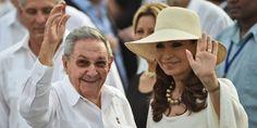 Parmi la foule, 3.500 invités officiels étaient aussi attendus, parmi lesquels le président cubain Raul Castro et la présidente argentine Cristina Kirchner, déjà présents au moment de l'arrivée du pape.