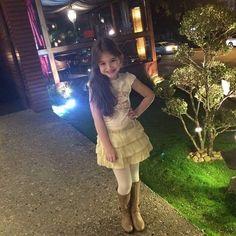look maravilhoso da atriz mirim sophia valverde. Como não amar essa fofura que se veste como uma princesinha? #Amei