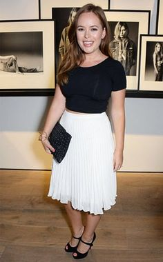Tanya Burr, he dress sense is Warm Outfits, Classic Outfits, New Outfits, Fashion Outfits, Tanya Burr, Topshop Skirts, Curvy Fit, Queen, Fashion Images