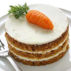Cómo hacer un pastel de zanahoria. El pastel de zanahoria se compone por un bizcocho cuyo ingrediente principal es la zanahoria y una cobertura en crema que puede ser del sabor que nos guste, limón, naranja, vainilla, etc. La zanahoria...