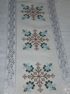 1 million+ Stunning Free Images to Use Anywhere Cross Stitch Borders, Cross Stitch Designs, Cross Stitching, Cross Stitch Embroidery, Hand Embroidery, Cross Stitch Patterns, Crochet Cross, Filet Crochet, Quilting Designs