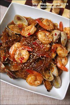 """즉석잡채라고 해야하나~?~""""새우바지락당면볶음""""~ : 네이버 블로그 Korean Side Dishes, Food Porn, K Food, Korean Street Food, Korean Food, Easy Mongolian Beef, Asian Recipes, Healthy Recipes, Cooking Photography"""