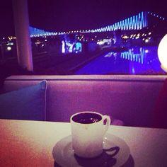This is a great place in the middle of the Bosphorus for drinks or dinner. They have a live band, if you are lucky maybe even Turkish lyrics salsa dancing// Es un lugar genial en la mitad del Bósforo para tomarse algo  o para comer. Tienen una banda en vivo, y si tienes suerte hasta bailan salsa con letra en turco.   Suada 360 (www.360istanbulsuada.com/)