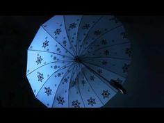 ストロボの雨をあるく - YouTube