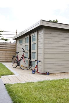 #tuinhuis #schilderen Garage Doors, Construction, Garden Sheds, Outdoor Decor, House, Google, Home Decor, Garden, Building