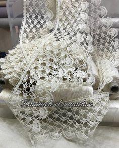 Hayırlı bereketli günler.. . . . . . #ipekiplik #ipekdantelipi #ipekçamaşıripeği #DMCmuline #DMCcotonperle #DMCsatin #DMCdiamant… Crochet Borders, Crochet Stitches, Crochet Collar Pattern, Crochet Cross, Handicraft, Lace Trim, Cross Stitch, Embroidery, Knitting