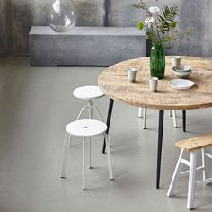 Having stools around a small table that is not daily table can be good in small space. CLUB Matbord 130cm, Natur 11225 kr. - RoyalDesign.se
