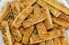 Napokig omlós túrós-sajtos rúd - Ennek sokan elkérik a receptjét Biscotti Recipe, Hungarian Recipes, Hungarian Food, Finger Foods, Rum, Sweet Potato, Carrots, Appetizers, Potatoes
