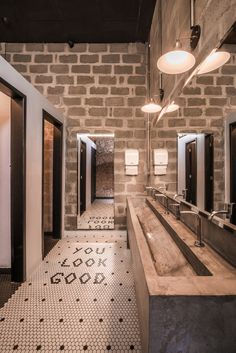 Image 2 of 19 from gallery of Jolly Gastro Lab Bar / Laje 54 Arquitetura. Photograph by Levi Mori Gym Interior, Bar Interior Design, Restaurant Interior Design, Bathroom Interior, Wc Design, Toilet Design, Cafe Design, Warehouse Design, Warehouse Gym