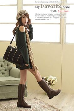 Fashion Black Lace Handbag. lol I'm sure the focus of this picture is not the handbag. For most men at least.