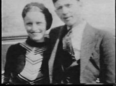 Bonnie and Clyde . Pretty photo of Bonnie :D Bonnie And Clyde Death, Bonnie And Clyde Photos, Bonnie Clyde, Famous Photos, Old Photos, Paul Schneider, Baby Face Nelson, Pretty Boy Floyd, Famous Outlaws