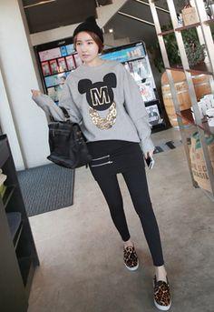 Today's Hot Pick :❉单色❉个性斜拉链加厚打底裙裤假两件 http://fashionstylep.com/SFSELFAA0012025/irisccccn/out 爆款打底裙裤,百搭保暖一件搞定! 特立独行的双斜拉链设计,彰显率性不羁的时尚! 简单大方的包臀裙,修长双腿的小脚版型,在任何场合都不逊色~ 绒感内里,最柔软的享受~ 不需要每天为如何搭配衣服发愁啦! -双斜拉链- -包臀裙- -小脚版型- -绒感内里-