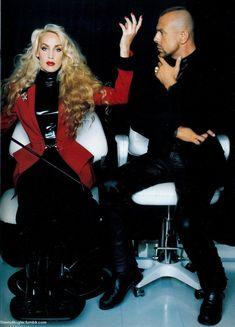 Thierry Mugler et sa muse Jerry Hall Fashion Line, 90s Fashion, Fashion Show, Vintage Fashion, Runway Fashion, High Fashion, Lady Gaga, Beyonce, Yves Saint Laurent
