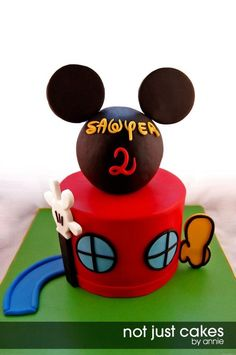 Oh TWOOOOOOOOOODLES! Happy 2nd Birthday Sawyer! I was super excited to have had this chance to finally create a Mickey Mouse themed cake. Hope I did not disappoint. The cake is a 6in marble cake with chocolate buttercream. Top head of micke y is made out of styrofoam ball covered in fondant. I have also made cupcakes to match the clubhouse cake. Each topper represented a character in the series :) Cake and cupcakes inspired by Cakes by Joanna