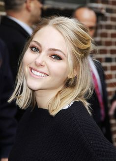 Saturday Night Hair: How to Get AnnaSophia Robb's Glam Half-Up Hairstyle in 6 Steps