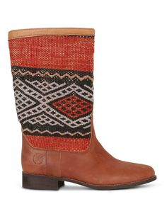 Handmade kilim and leather boots for women. A combination of original vintage kilim rugs and premium leather. #kiboots