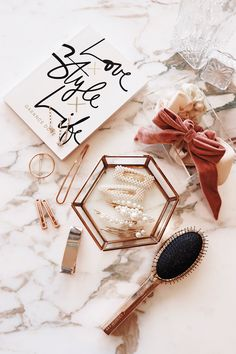 I've been obsessed with hair accessories lately. In this post, will be sharing my hair accessories collection, ánd how I styled them in order to look chic! Flatlay Makeup, Flatlay Styling, Velvet Hair, Pink Velvet, Scarf Hairstyles, Cool Hairstyles, Flat Lay Inspiration, Fashion Accessories, Hair Accessories