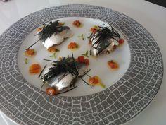 Sardines marinée à la fleur de sel, brunoise de concombre et tomate, quinoa, vinaigrette de poivron rouge et nori (Yannick Alléno)