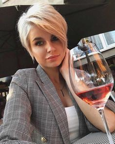 Hair Beauty - Hair,Hairstyles-The Most Admired Pixie Haircut with Short Hairstyle - blondehair Hair Hairstyles pixiehair shorthair shorthaircut Short Pixie Haircuts, Short Hairstyles For Women, Short Hair Cuts, Hairstyle Short, Pixie Cuts, Long Pixie Hairstyles, Haircut Short, Hairstyles Videos, Short Blonde