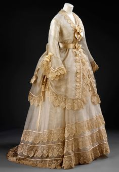 1800s Dresses, Vintage Dresses, Vintage Outfits, 1870s Fashion, Victorian Fashion, Vintage Fashion, Antique Clothing, Historical Clothing, 19th Century Fashion